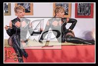 Fascino e arte.... Manuela Villa nella commedia Taormina 5 stelle... Ph Angela Platania  - Zafferana etnea (4331 clic)