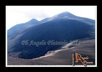 La montagna... un volo sul deserto... di lava... Un volo sul deserto di Lava...Ph Angela Platania  - Etna (3570 clic)