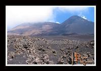 La montagna... un volo sul deserto... di lava... Un volo sul deserto di Lava...Ph Angela Platania  - Etna (2841 clic)