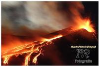 Etna Spettacolo della natura tutto è contaminato tranne il nostro vulcano che vive ancora secondo il suo ruolo.. cioè come natura... libera. Ph Angela Platania  - Giarre (1091 clic)