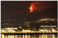 Etna Spettacolo della natura tutto è contaminato tranne il nostro vulcano che vive ancora secondo il suo ruolo.. cioè come natura... libera. Ph Angela Platania  - Riposto (1442 clic)