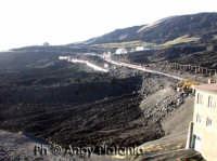 Nicolosi - Il rifugio sapienza devastato dall'eruzione lavica  - Nicolosi (3802 clic)