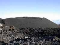 Nicolosi - Il rifugio sapienza - Un cratere formatosi nei pressi  - Nicolosi (3640 clic)