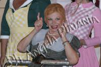 Sandra Milo in 8 donne e un mistero - foto Angela Platania - Sono pregati alcuni editori di giornali e siti web di non fregarsi le foto e non cancellare, dalle foto, la firma...   - Zafferana etnea (2400 clic)