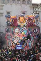 Carnevale di Acireale 2008- Carro Allegorico Grottesco 1 classificato -Divi da un secolo e piu'- Foto Angela Platania  - Acireale (2184 clic)