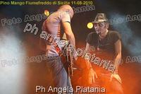 Pino Mango a Fiumefreddo di Sicilia. Ph Angela Platania (Un bellissimo concerto..)  - Fiumefreddo di sicilia (3045 clic)