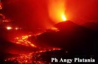 Nicolosi- un momento stupefacente dell'eruzione dell'etna  - Nicolosi (5806 clic)