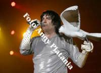 Renato Zero e il suo Zero Movimento Tour ad Acireale 4-4-2006 (le foto di Renato Zero non sono in vendita)  - Acireale (1450 clic)