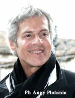 Claudio Baglioni in posa  - Catania (5642 clic)