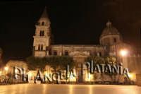 Il Duomo -  foto Angela Platania - Sono pregati alcuni editori di giornali e siti web di non fregarsi le foto e non cancellare, dalle foto, la firma...   - Acireale (1321 clic)