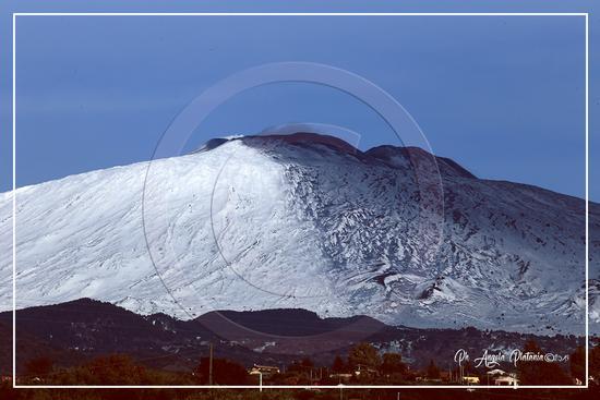 Etna in bianco ne nero - BRONTE - inserita il 25-Mar-19