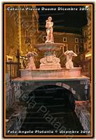 Notturno... La fontana dell'amenano illuminata di rosso... Ph Angela Platania  - Catania (2546 clic)