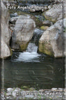 piccola cascatella nella strada che costeggia il laghetto artificiale di Fiumedinisi- Ph Angela Platania  - Fiumedinisi (5199 clic)