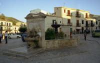 Fontana del 1600 in Piazza Umberto I°, SET NATURALE DEL FILM PREMIO Oscar Nuovo Cinema Paradiso  - Palazzo adriano (2164 clic)