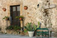 Riquadro di una vecchia casa appartenente al vecchio borgo marinaro di marzamemi.   - Marzamemi (3686 clic)