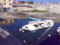 Relitto di un barcone da pesca Relitto di un barcone da pesca  - Siracusa (3977 clic)