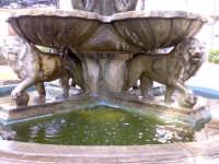 Particolare di una fontana  - Rosolini (4277 clic)