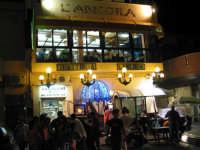 angolo della piazza con trattoria  - Sferracavallo (8802 clic)