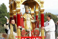 particolare della statua di san mauro abate sulla 'VARA'  - Viagrande (8099 clic)