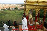 statua di san mauro abate sulla 'VARA' in giro per il paese di VIAGRANDE   - Viagrande (5640 clic)