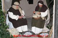 presepe vivente: particolare di donne filatrici di lana  - Aci bonaccorsi (10574 clic)