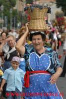 sagra della vendemmia: portatrice di cesta  - Viagrande (4236 clic)