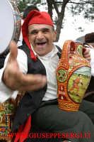 sagra della vendemmia: suonatore di  bummulu  (anfora siciliana dipinta )  - Viagrande (10912 clic)