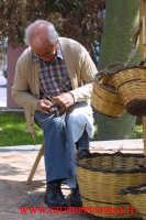 sagra della vendemmia: lavoratore di vimini  - Viagrande (4327 clic)