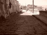 Antica strada basolata, nella parte alta di Agira.  - Agira (5209 clic)