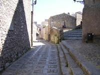 Inizio di via Vito Carvini (zona Duomo).   - Erice (738 clic)