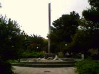 Una scultura che si trova in Piazza Marina, Termini bassa.  - Termini imerese (1918 clic)