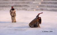 Agamennone di Eschilo Il delirio di Cassandra (Ilaria Genatiempo) Teatro Greco, Orestiadi 2008. Regia: Pietro Carriglio.  - Siracusa (2922 clic)