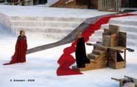 Agamennone di Eschilo:  Clitemnestra e Agamennone (Galatea Ranzi e Giulio Brogi). Teatro Greco, Orestiadi 2008. Regia: Pietro Carriglio.  - Siracusa (4867 clic)