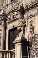 La basilica di S. Sebastiano, particolare della ricca decorazione della facciata.  - Acireale (3335 clic)