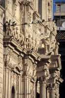 La basilica di S. Sebastiano, prospettiva sulla ricca decorazione della facciata.  - Acireale (3556 clic)