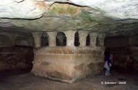 Grotta delle Trabacche Grotta delle Trabacche - Antica catacomba cristiana del V sec., scenario dell'episodio Il cane di terracotta.  - Ragusa (15231 clic)