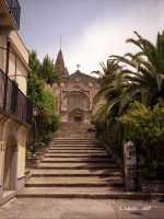 La porta Durazzesca e la chiesa della SS Trinità.   - Forza d'agrò (16579 clic)