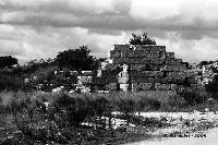 Resti delle mura difensive Dionigiane, nei pressi del Castello Eurialo, via Epipoli verso Belvedere.  - Siracusa (4057 clic)