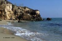 La spiaggia in corrispondenza del sito archeologico. La spiaggia in corrispondenza del sito archeologico.  - Eloro (7468 clic)
