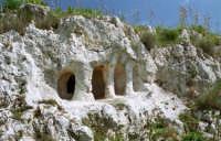 Tomba dell'età del bronzo.  - Siracusa (5328 clic)