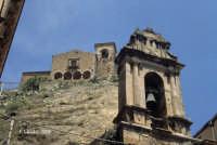 La torre campanaria della chiesa si S. Antonio e, sullo sfondo, la chiesa del SS. Salvatore  - Nicosia (5857 clic)