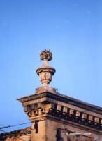 Un elemento architettonico in stile liberty.  - Canicattini bagni (2876 clic)