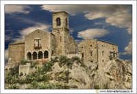 Nicosia: Chiesa del SS. Salvatore. La chiesa domina il paese dalla sua altura. Secolo XII XIII    - Nicosia (3794 clic)