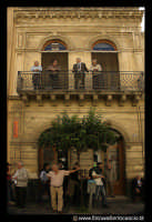 Leonforte. Palazzo lungo il Corso principale.  - Leonforte (5540 clic)