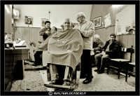 Leonforte. 19 Marzo 2006. Antica sala da Barbiere. Salone. Reportage sugli antichi mestieri. Il Barbiere. #1 www.walterlocascio.it walter lo cascio  - Leonforte (3473 clic)