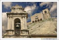 Nicosia: Chiesa del SS. Salvatore XII XIII (sullo sfondo) e Chiesa di S. Antonio (in primo piano).  - Nicosia (3108 clic)