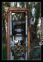 Caltanissetta: Miniera Trabonella. Reportage sulle miniere di zolfo di Caltanissetta.Vecchie attrezzature abbandonate.  - Caltanissetta (1811 clic)