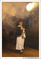 Caltanissetta: Settimana Santa. Giovedì Santo. Un bambino illumina una Vara. CALTANISSETTA Walter Lo
