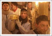 Catania: Festa di Sant'Agata. 5 Febbraio 2005: Festa della Patrona di Catania, Sant'Agata. Una bella ragazza, si distingue tra la folla di devoti.  - Catania (2485 clic)