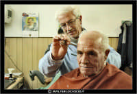 Leonforte. 19 Marzo 2006. Antica sala da Barbiere. Salone. Reportage sugli antichi mestieri. Il Barbiere. #3  - Leonforte (2057 clic)